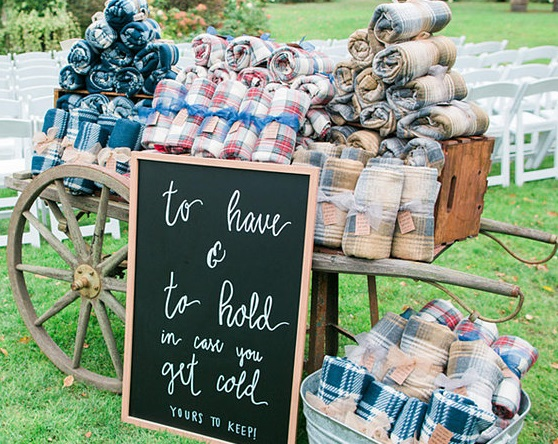 Wedding favors guests will love - blankets