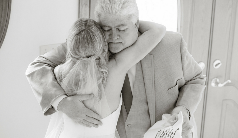 5 Meaningful Wedding Gifts for Your Parents
